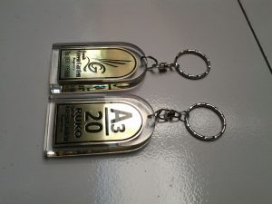 Gantungan kunci akrilik
